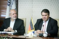 Iran Wirtschaft: deutsch-iranische Beziehungen. Irans Energieminister Hamid Chitchian mit Bundeswirtschaftsminister Sigmar Gabriel (Bild IRIB)
