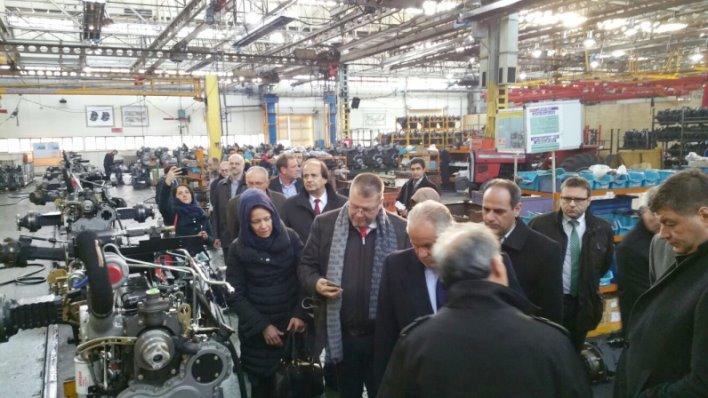 Reise nach Iran: Wirtschaftsdelegation aus Rheinland-Pfalz besichtigt Traktorenfabrik in Täbris