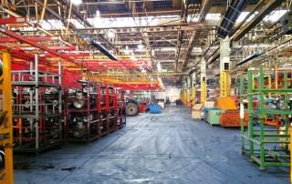 Reise nach Iran: Halle in einer Traktorenfabrik in Täbris