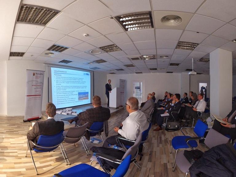 Wirtschaftsdelegation aus Rheinland-Pfalz beim Briefing in der AHK-Teheran